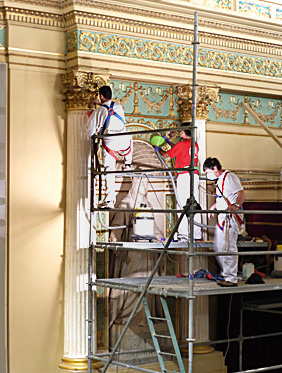 Cleaning work in the plenary of the Congress Hall